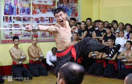 Ben trong vo duong cua Nam Huynh Dao - Anh 7