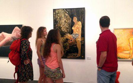 Bat ngo voi trien lam tranh nude tai Ha Noi - Anh 2