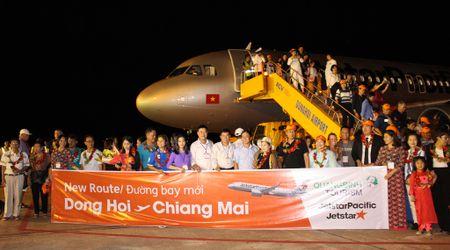 Chuyen bay quoc te dau tien toi Quang Binh - Anh 1