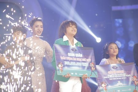 Khoe du tai le, cau be 12 tuoi gianh giai 300 trieu cua Vietnam Idol Kids - Anh 1