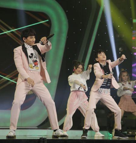 Khoe du tai le, cau be 12 tuoi gianh giai 300 trieu cua Vietnam Idol Kids - Anh 7