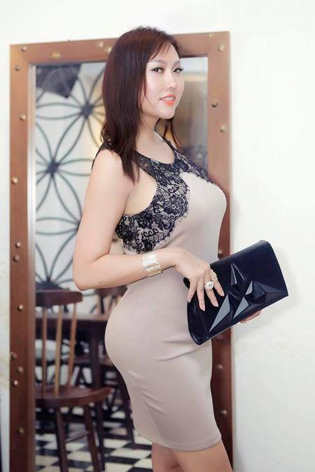 'Bong mat' vi Phi Thanh Van vay xe cao khoe 3 vong khi di su kien - Anh 3