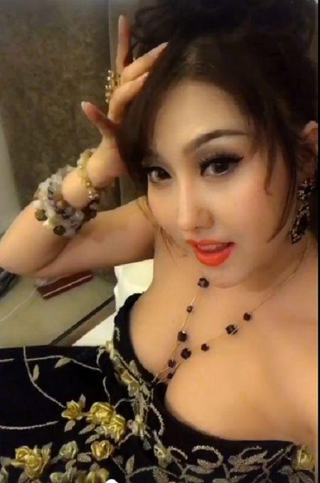 'Bong mat' vi Phi Thanh Van vay xe cao khoe 3 vong khi di su kien - Anh 8