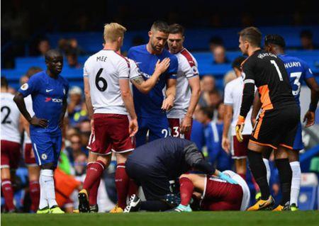 Conte sap ra di, Cahill bi doa giet, Costa dang cuoi - Anh 1