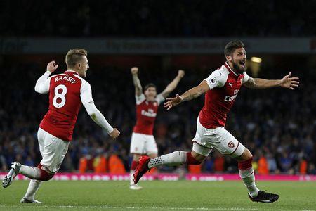 Arsenal va Leicester tao mua ban thang trong tran khai mac Premier League 2017-2018 - Anh 1