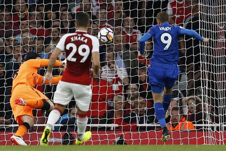 Arsenal va Leicester tao mua ban thang trong tran khai mac Premier League 2017-2018 - Anh 2