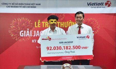 Choang voi cuoc song cua lao nong sau gan 1 nam trung 92 ty dau tien cua Vietlott - Anh 1