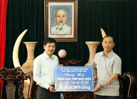 Nganh giao thong trao 200 trieu dong ung ho Dien Bien khac phuc thien tai - Anh 1