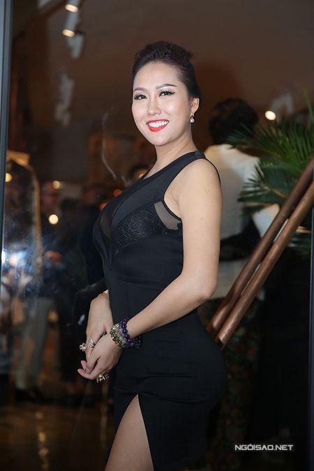 Phi Thanh Van tu tin khoe nguc va vong 3 'ngon ngon' sau 'dao keo' - Anh 3