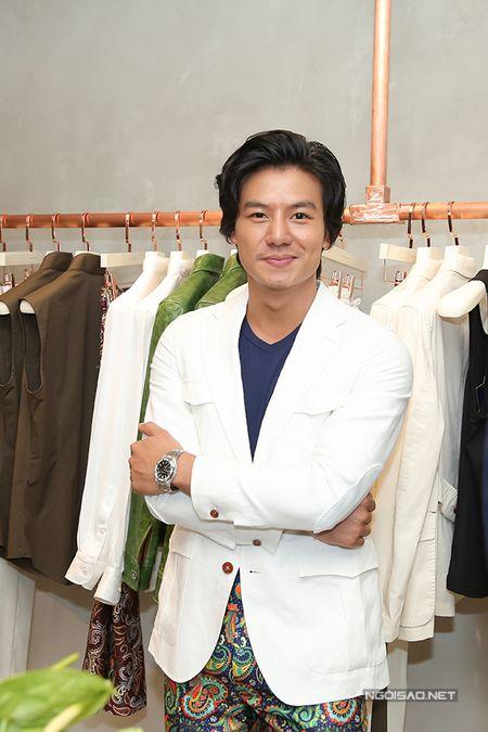 Phi Thanh Van tu tin khoe nguc va vong 3 'ngon ngon' sau 'dao keo' - Anh 4