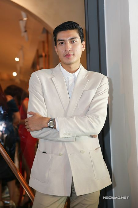 Phi Thanh Van tu tin khoe nguc va vong 3 'ngon ngon' sau 'dao keo' - Anh 7