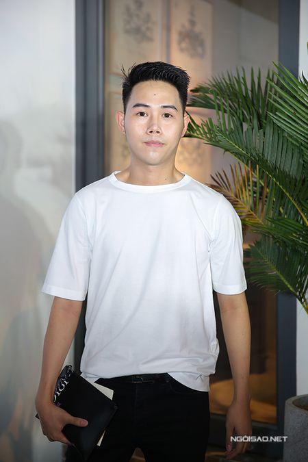 Phi Thanh Van tu tin khoe nguc va vong 3 'ngon ngon' sau 'dao keo' - Anh 8