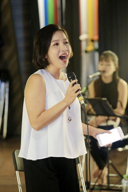 My Linh vua om chong, vua tap nhac - Anh 1