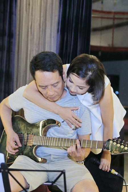 My Linh vua om chong, vua tap nhac - Anh 3