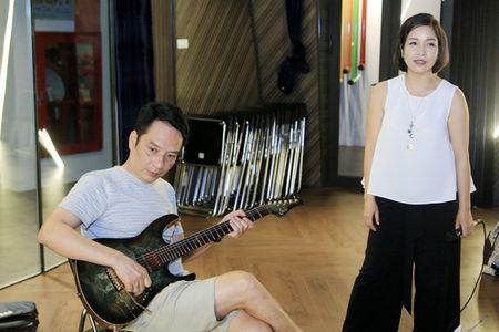 My Linh vua om chong, vua tap nhac - Anh 4