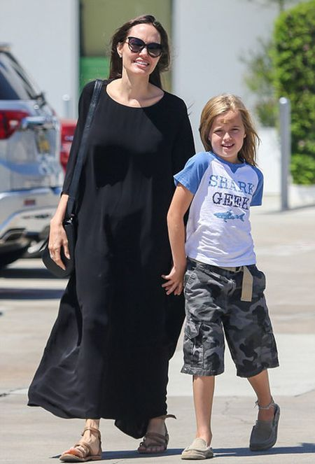 Angelina Jolie xuat hien sau tin tri hoan ly hon - Anh 1