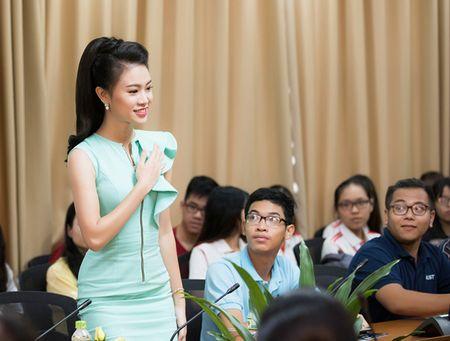 'Co gai vang' Hoa hau Viet Nam rang ngoi lam dai su xanh - Anh 3