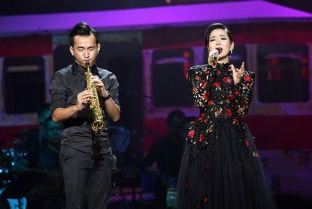 Le Quyen – Quang Dung lam phu the tren san khau - Anh 4