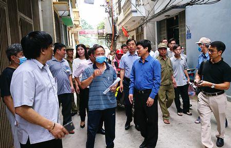 Pho Chu tich Ngo Van Quy: Can trien khai 5 giai phap phong chong dich sot xuat huyet - Anh 1