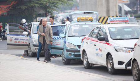 Ha Noi: Them nhieu tuyen pho han che taxi hoat dong - Anh 1
