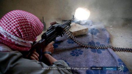 IS tu chien tren tung met dat tai sao huyet Raqqa - Anh 10