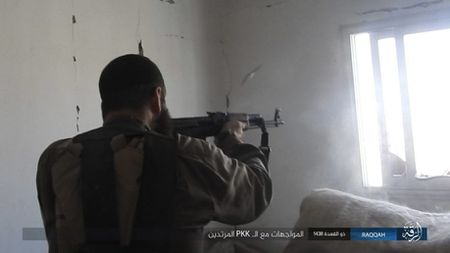 IS tu chien tren tung met dat tai sao huyet Raqqa - Anh 11