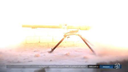 IS tu chien tren tung met dat tai sao huyet Raqqa - Anh 6