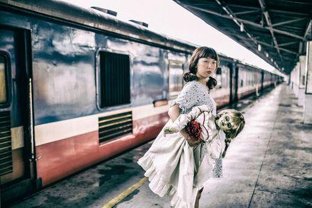 Khong the nhin cuoi khi nhin nhung hinh anh Trang Hy 'Annabelle di khap the gian' - Anh 5