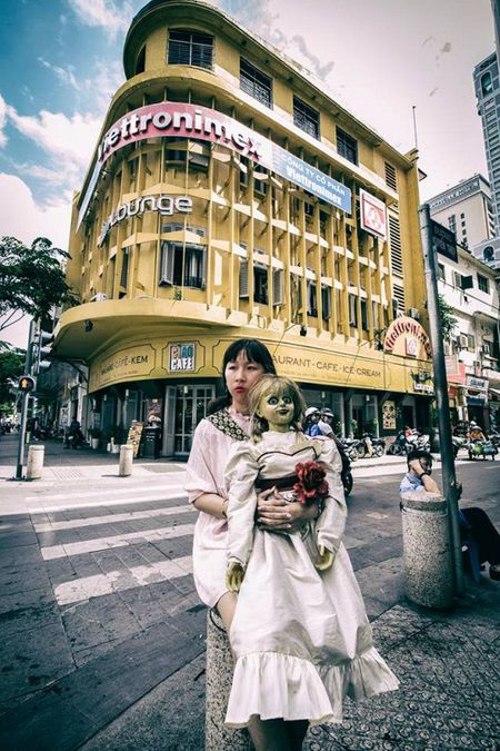 Khong the nhin cuoi khi nhin nhung hinh anh Trang Hy 'Annabelle di khap the gian' - Anh 7