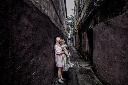 Khong the nhin cuoi khi nhin nhung hinh anh Trang Hy 'Annabelle di khap the gian' - Anh 9