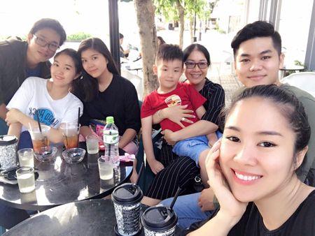 Le Phuong om chat chong tre va con trai sau dam cuoi - Anh 2