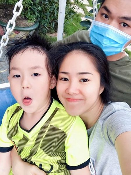 Le Phuong om chat chong tre va con trai sau dam cuoi - Anh 5