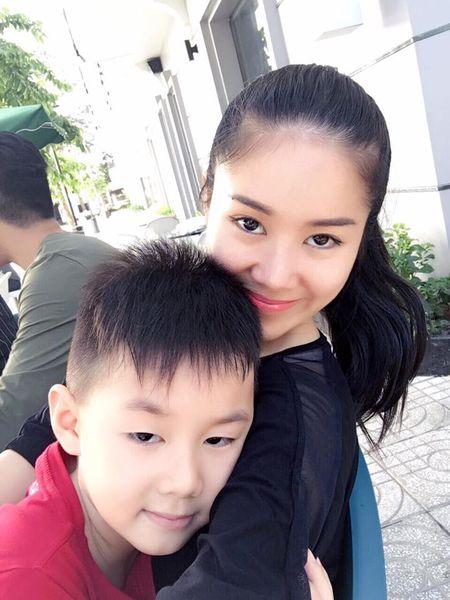 Le Phuong om chat chong tre va con trai sau dam cuoi - Anh 6