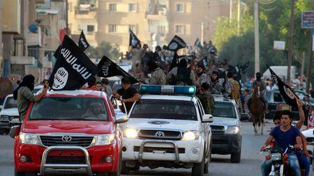 IS chat vat khang cu Luc luong Dan chu Syria nhung van mat trang mot nua Raqqa - Anh 2