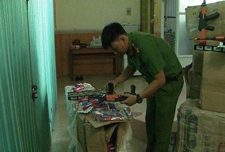 Thua Thien Hue: Bat giu xe o to cho do choi bao luc - Anh 1