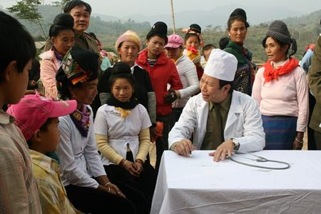 Khac phuc hau qua chat doc hoa hoc la luong tam va trach nhiem cua nguoi thay thuoc - Anh 1