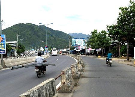Vo tu di sai lan, cho hang hoa cong kenh - Anh 1