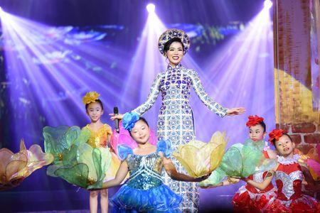 Le Quyen tinh tu voi Quang Dung truoc mat ong xa - Anh 2