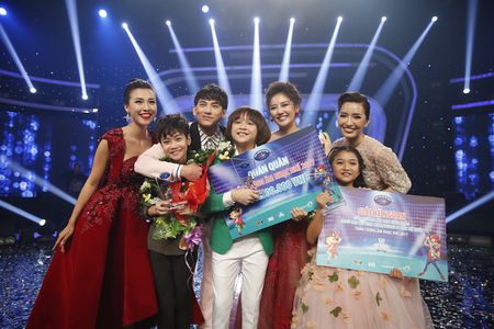 Khoanh khac Thien Khoi dang quang quan quan Vietnam Idol kids 2017 - Anh 1