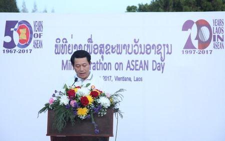 Lao to chuc di bo vi suc khoe ky niem 50 nam thanh lap ASEAN - Anh 1