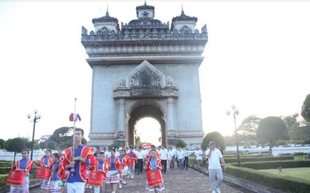 Lao to chuc di bo vi suc khoe ky niem 50 nam thanh lap ASEAN - Anh 2