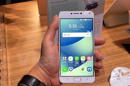 ASUS 'trinh lang' dong smartphone chu luc nam 2017 - Anh 2