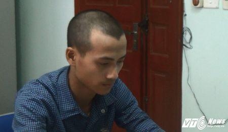 'Nu quai' cung dong bon lam gia giay to lua mua 90 chiec dien thoai - Anh 1