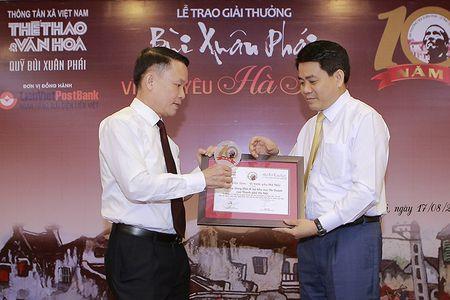 Chu tich Ha Noi Nguyen Duc Chung nhan giai Bui Xuan Phai - Anh 1
