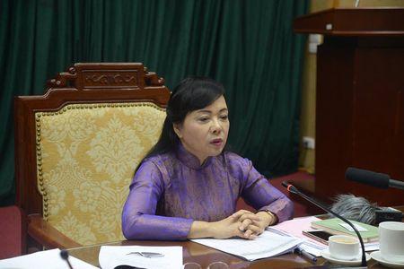 """Ha Noi: """"Bao dong do"""" sot xuat huyet, co gia dinh van khong cho phun thuoc diet muoi - Anh 1"""
