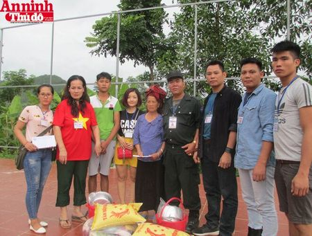 Mang hoi am tinh nguoi den voi dong bao tam lu Muong La - Anh 19