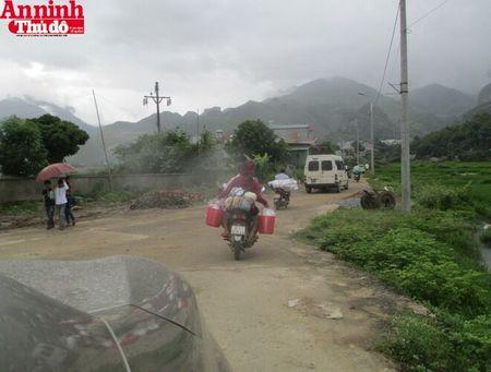 Mang hoi am tinh nguoi den voi dong bao tam lu Muong La - Anh 20