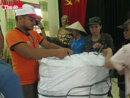 Mang hoi am tinh nguoi den voi dong bao tam lu Muong La - Anh 5