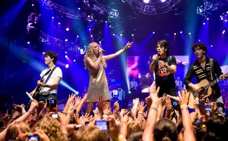 Taylor Swift: Tu ngoi sao nhi toi bieu tuong nhac pop - Anh 4