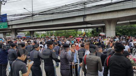 Hinh anh ben ngoai Toa an xet xu cuu Thu tuong Yingluck Shinawatra - Anh 12